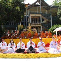 คณะปวงชนชาวไทยเพื่อชาติ ศาสน์ กษัตริย์ จัดพิธีตักบาตรพระโครงการอุปสมบทศาสนทายาทเฉลิมพระเกียรติฯ
